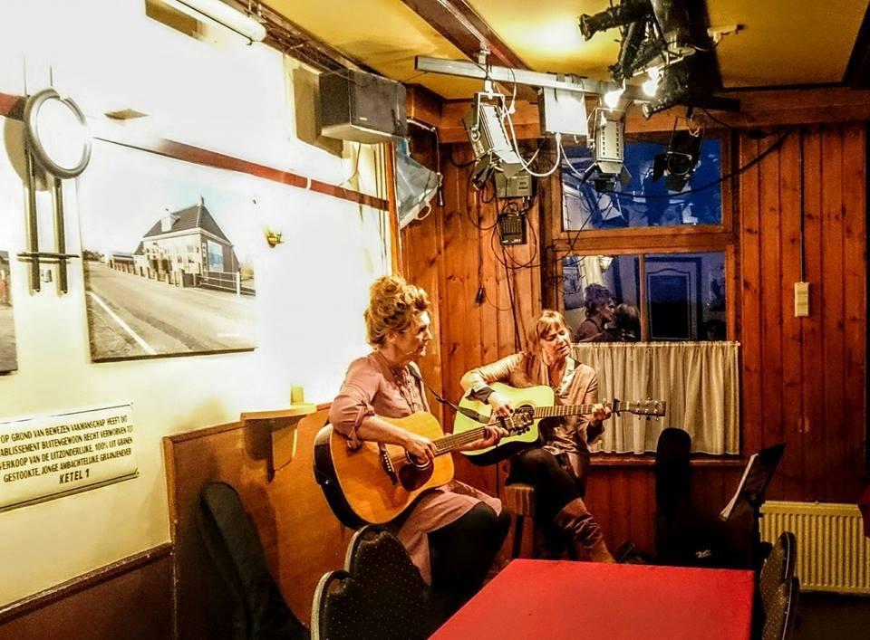 Muziek van Astrid en Else op de jaarvergadering van 2017